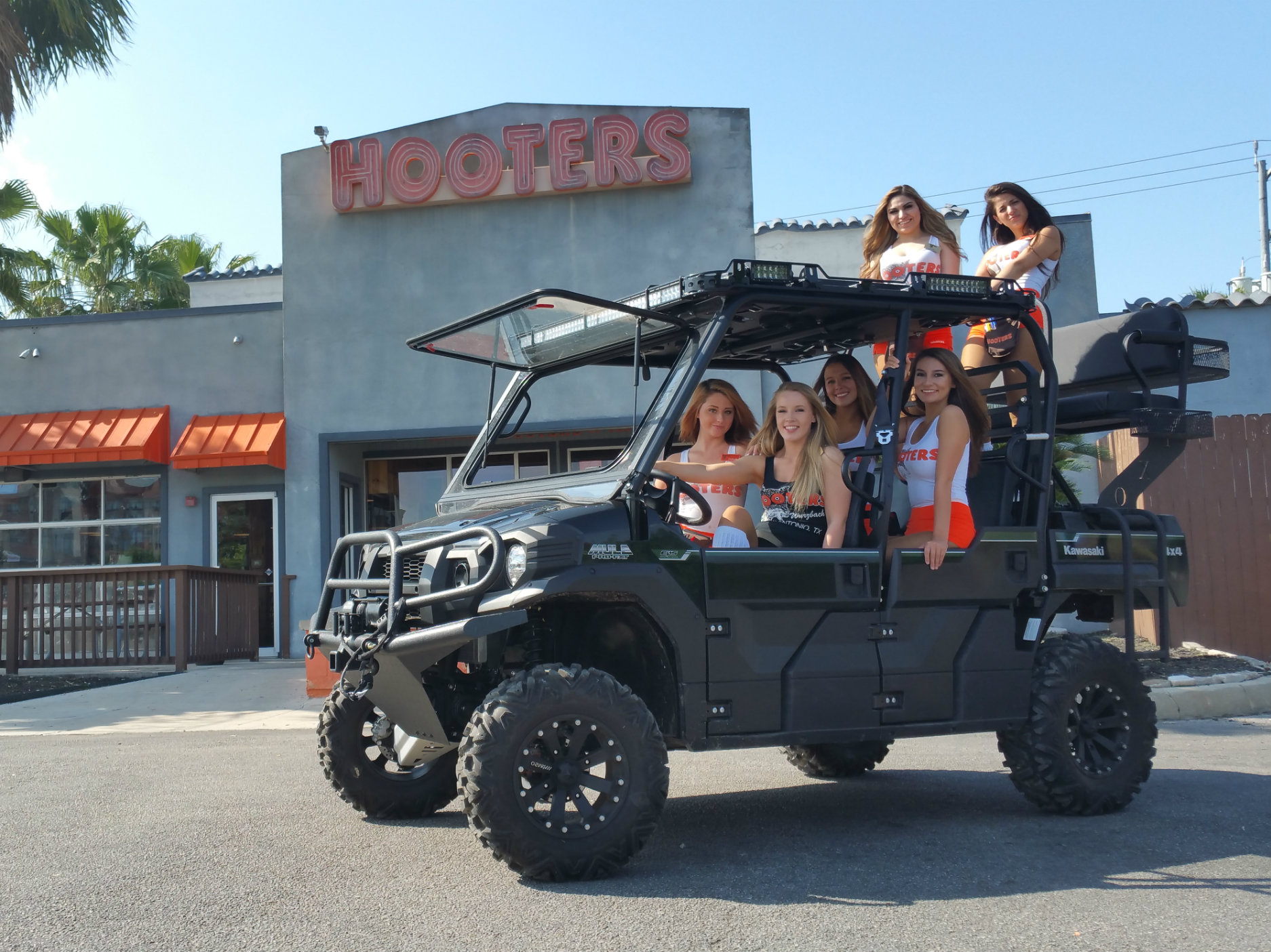 hooters-girls-selma-texas-on-txo-customs-kawasaku-mule-pro-fxt-high-seat.jpg